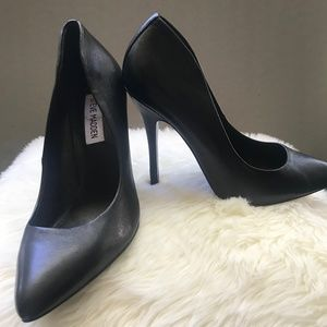 Steve Madden leather pumps. worn once #7